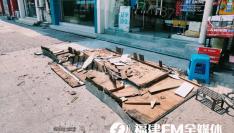 惊险!福州一家童装店招牌突然砸落,路人惊魂未定……
